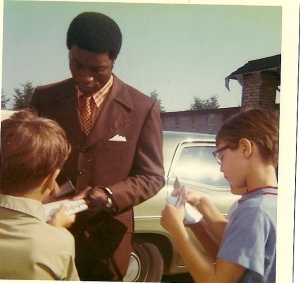 I took this picture of Ernie Banks in 1971, the year my father took us to get autographs from the Chicago Cubs. We weren't the only kids there, as you can tell from this picture.
